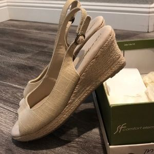 Naturalizer peep toe wedge sandal